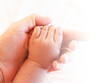 お母さんと子供の手